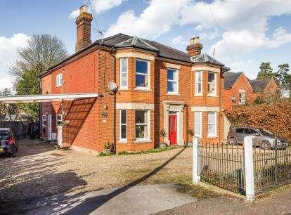 2 Bedrooms Flat for sale in Horstead, Norwich, Norfolk