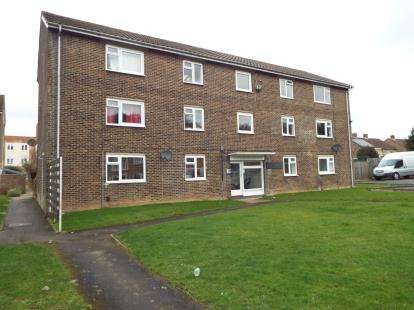 Flat for sale in Crombie Close, Cowplain, Waterlooville