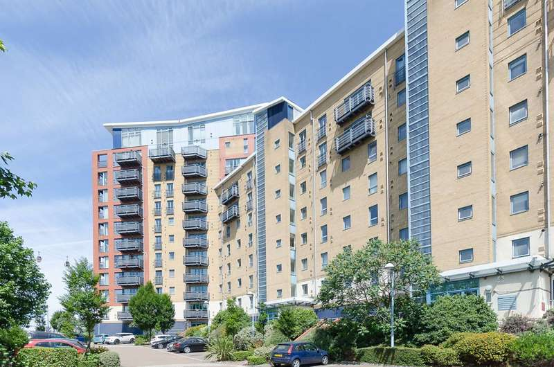 2 Bedrooms Flat for rent in Western Beach Apartments, Royal Docks, E16