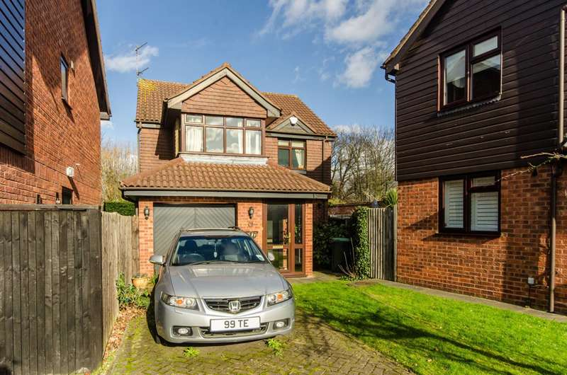 4 Bedrooms House for sale in Stratfield Park Close, Winchmore Hill, N21
