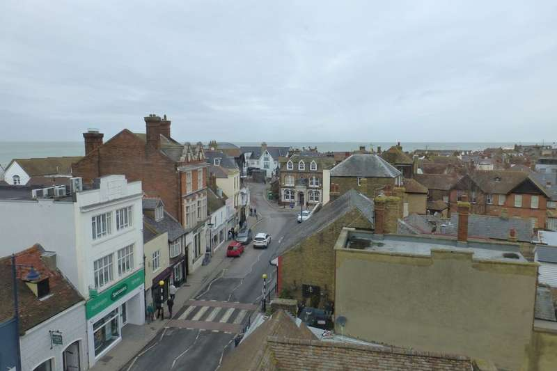 2 Bedrooms Flat for rent in High Street, Whitstable, CT5
