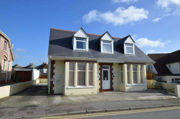 1 Bedroom Flat for sale in Edgcumbe Avenue, Newquay, Cornwall
