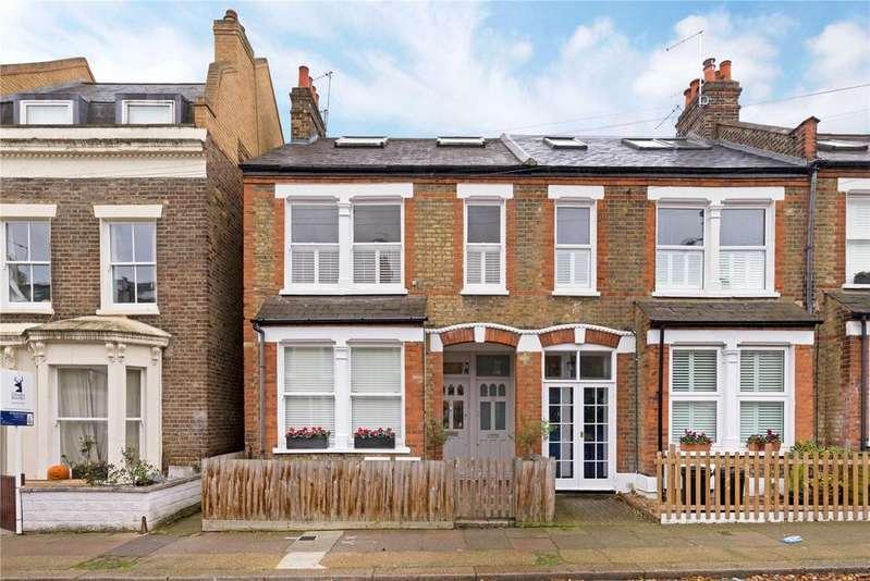 3 Bedrooms Maisonette Flat for sale in Smeaton Road, Southfields, London, SW18