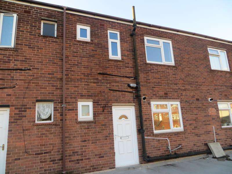 2 Bedrooms Flat for rent in Croft Parade, Aldridge, WS9 8LY