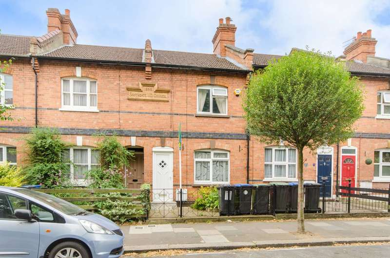3 Bedrooms House for rent in Highfield Road, Winchmore Hill, N21