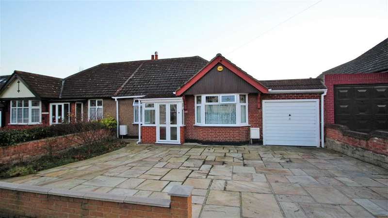2 Bedrooms Bungalow for sale in Tennyson Avenue, Grays