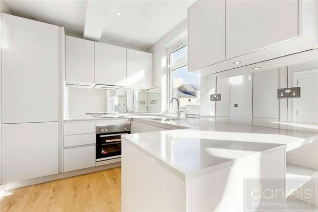 3 Bedrooms Maisonette Flat for sale in Robson Avenue, Willesden, London