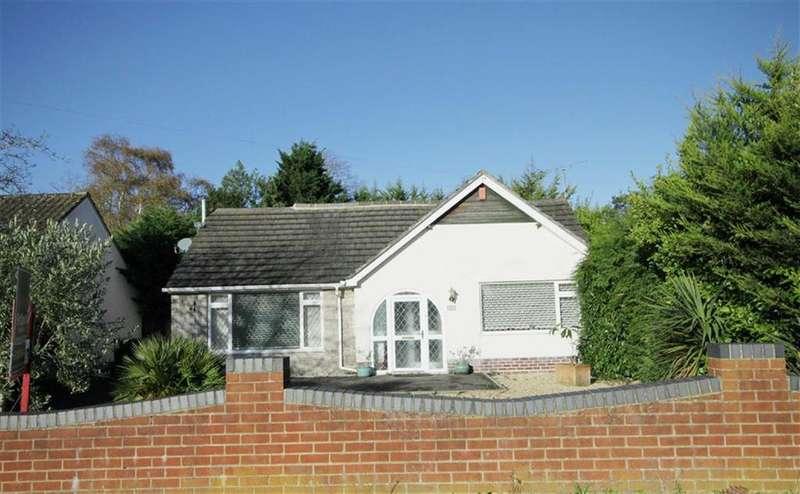 4 Bedrooms Chalet House for sale in Morden Avenue, Ferndown, Dorset