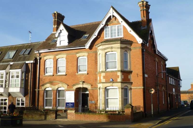 2 Bedrooms Flat for sale in Essendene High Street, Evesham, WR11