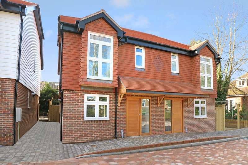 3 Bedrooms House for sale in Brighton Road, Horsham, RH13