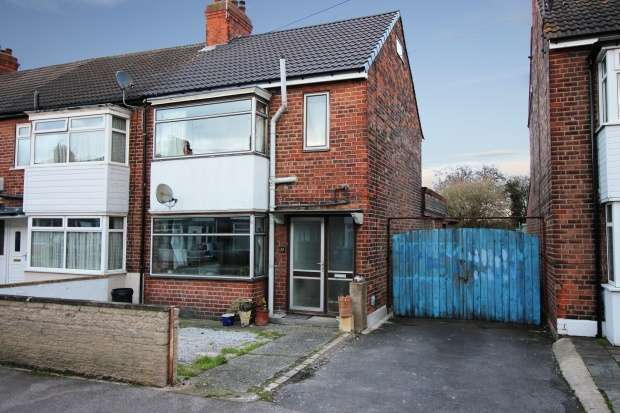 3 Bedrooms Semi Detached House for sale in Etherington Drive, Hull, North Humberside, HU6 7JT