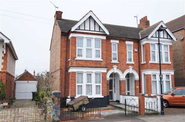 3 Bedrooms Semi Detached House for sale in Hurst Grove, Bedford