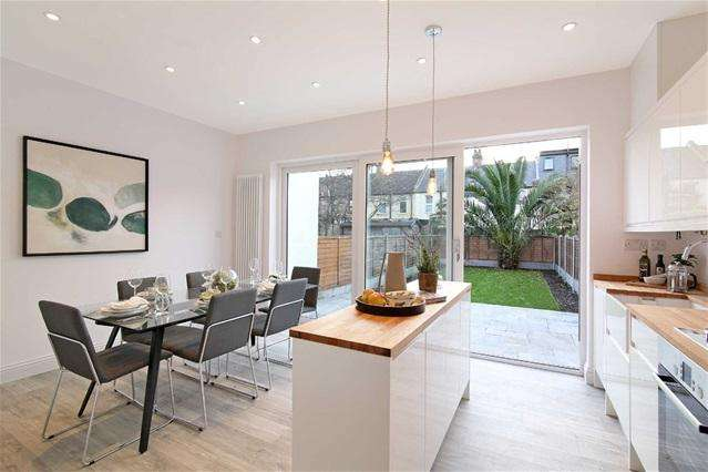 4 Bedrooms Terraced House for sale in Millicent Road, Leyton