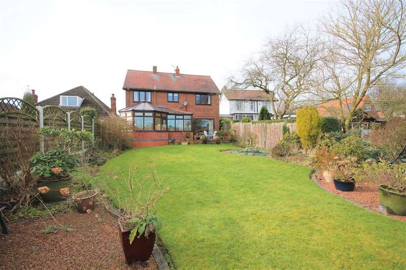 4 Bedrooms Detached House for sale in Crosshill, Ripley