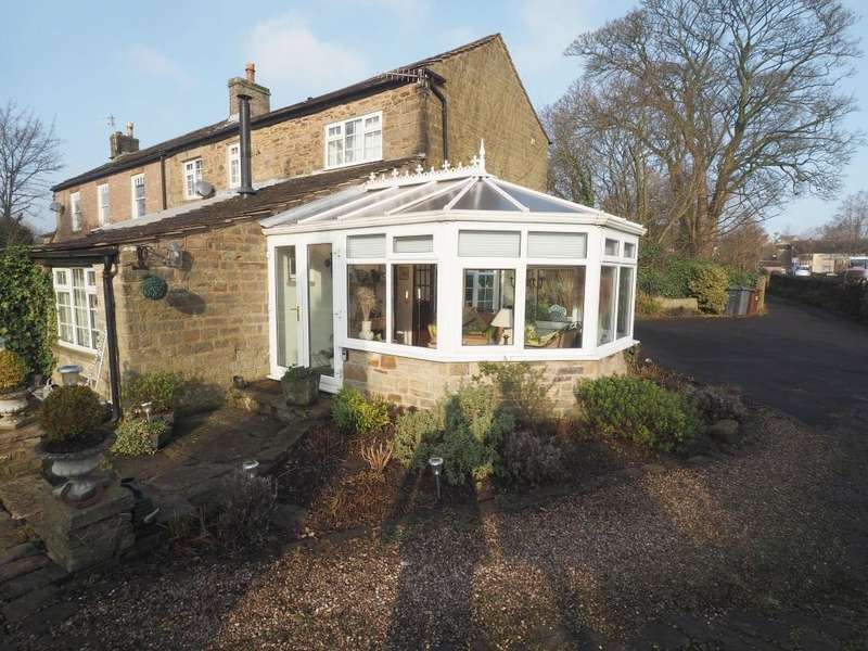 3 Bedrooms Semi Detached House for sale in Manchester Road, Chapel en le Frith, High Peak, Derbyshire, SK23 9TH
