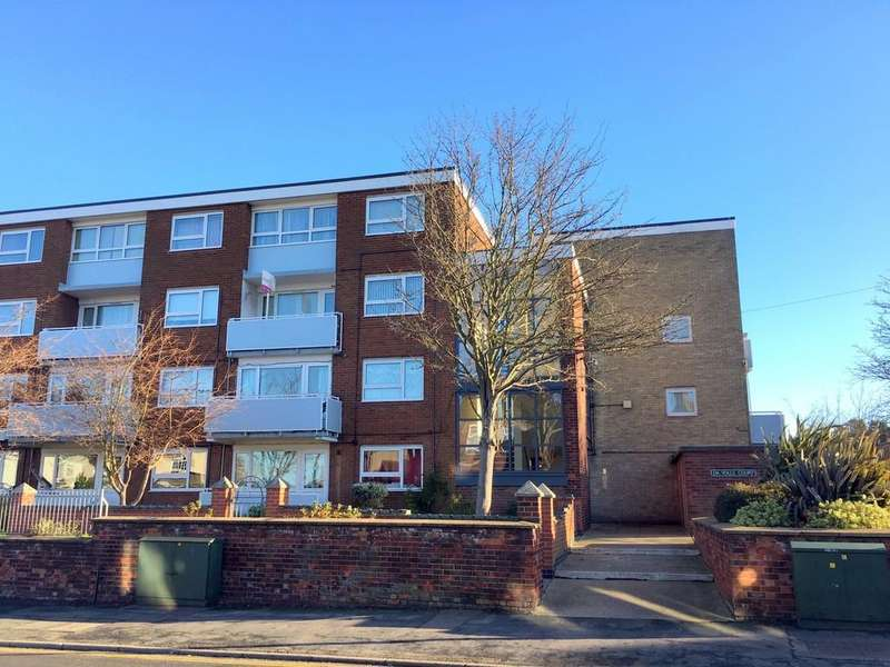 2 Bedrooms Maisonette Flat for sale in Da Volls Court, Gorleston, Great Yarmouth