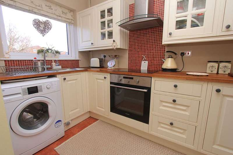 2 Bedrooms End Of Terrace House for sale in Kempson Drive, Great Cornard, Sudbury, Suffolk, CO10 0ND
