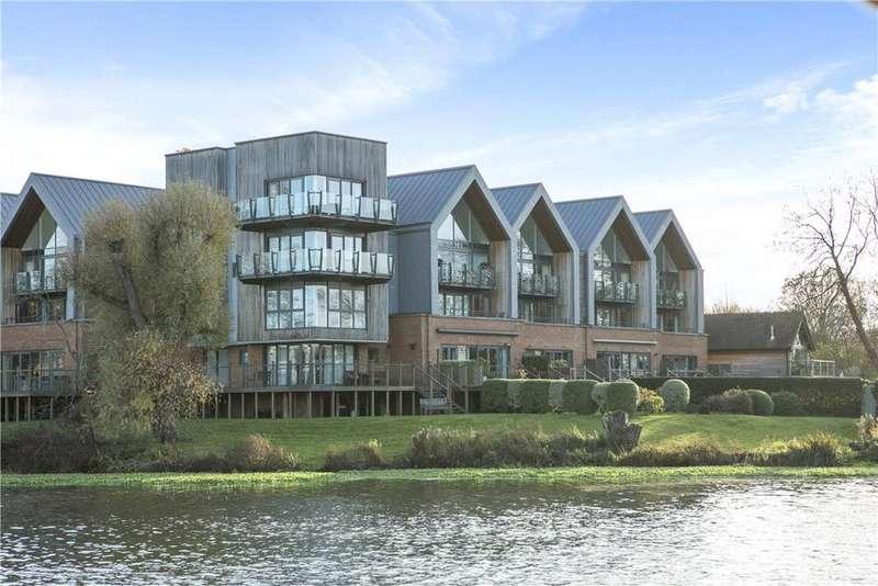 4 Bedrooms Flat for sale in The Stadbury, Whittets Ait, Weybridge, Surrey, KT13