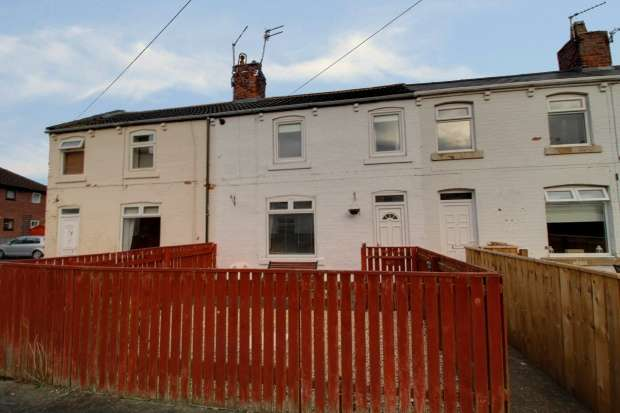 3 Bedrooms Terraced House for sale in Chapel Place, Newcastle-Upon-Tyne, Tyne And Wear, NE13 6EX