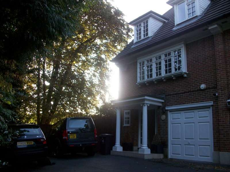 4 Bedrooms Town House for rent in Swiss Cottage Place, Loughton, IG10