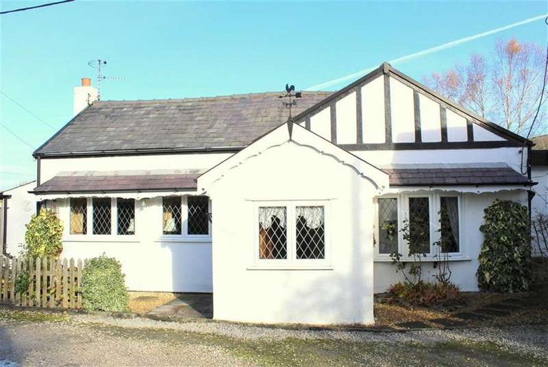 3 Bedrooms Detached Bungalow for sale in Sandy Lane, Holmeswood, L40