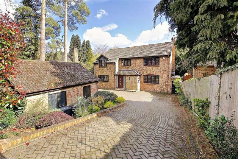 5 Bedrooms Detached House for sale in The Warren, Radlett, Hertfordshire