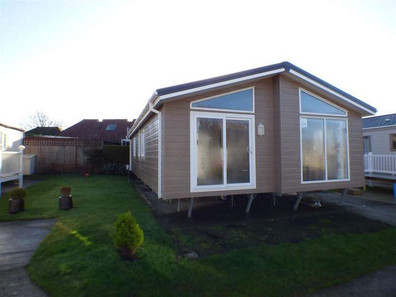 3 Bedrooms Detached Bungalow for sale in Hythe Road, Dymchurch, Romney Marsh