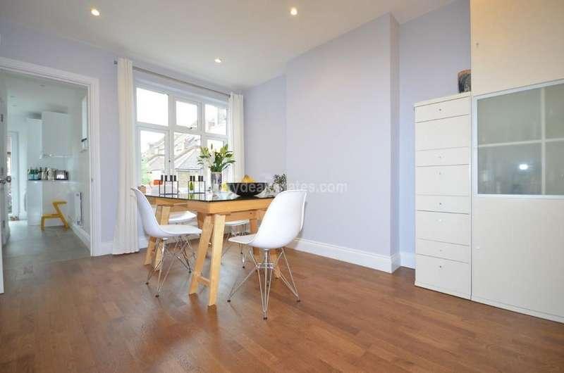 4 Bedrooms Flat for sale in Derwentwater Road, London W3 6DF