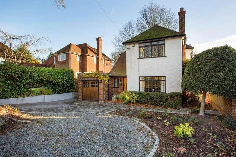 2 Bedrooms Detached House for sale in Parkway, Exhibition Estate, Gidea Park, Romford, Essex, RM2