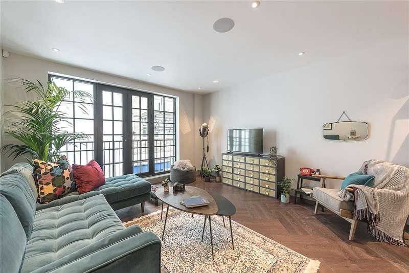 2 Bedrooms Flat for sale in Pratt Mews, London, NW1