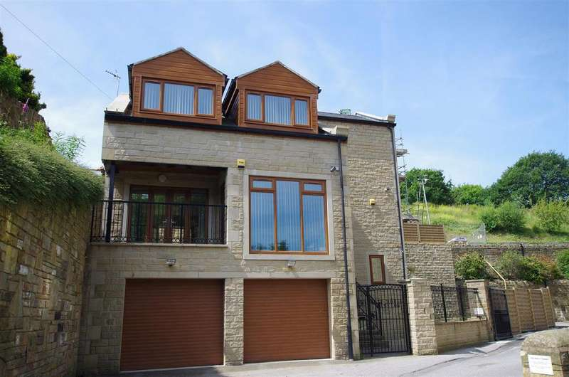 4 Bedrooms Detached House for sale in Stainland Road, Holywell Green