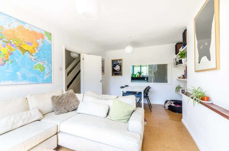 3 Bedrooms Maisonette Flat for sale in Consort Road, Peckham, SE15