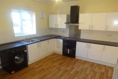 3 Bedrooms Flat for rent in Bescot Road WS1 Walsall
