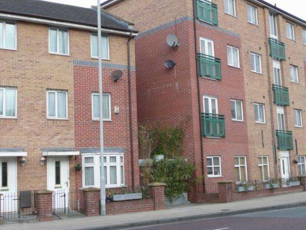 4 Bedrooms Terraced House for rent in Chorlton Road Hulme M15 4jg Manchester