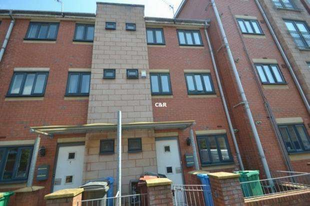 4 Bedrooms Terraced House for rent in New Welcome Street Hulme, M15 5na Manchester M15 5na