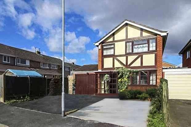 3 Bedrooms Detached House for sale in Laburnum Close, Shifnal, Shropshire, TF11 8EZ