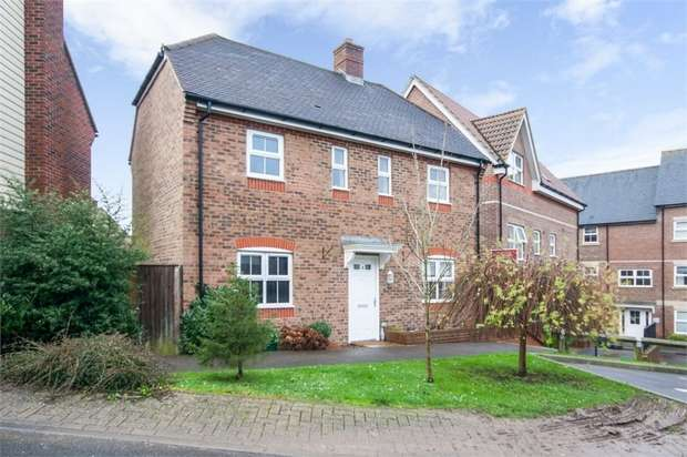3 Bedrooms Detached House for sale in Harwood Close, Codmore Hill, Pulborough, West Sussex