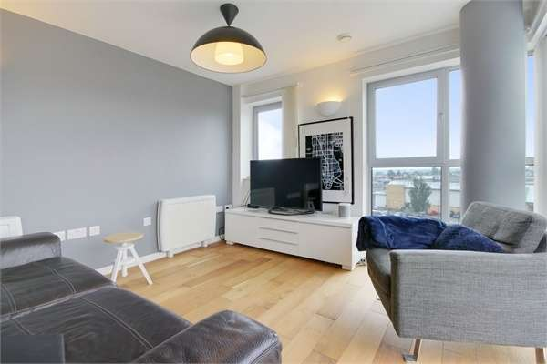 2 Bedrooms Flat for sale in Blackberry Court, Queen Mary Avenue, London