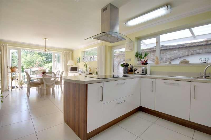 4 Bedrooms Detached House for sale in Ruxbury Road, Chertsey, Surrey, KT16