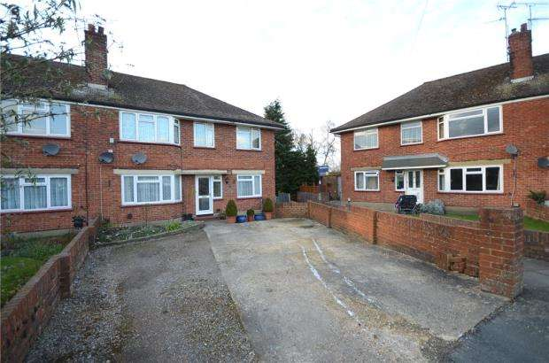 2 Bedrooms Maisonette Flat for sale in Robertson Way, Ash, Surrey