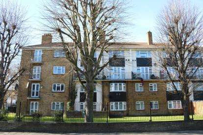 1 Bedroom Flat for sale in 445 Chingford Road, Walthamstow, London