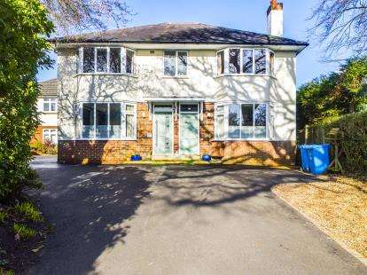 3 Bedrooms Flat for sale in Lower Parkstone, Poole, Dorset