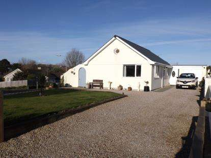 3 Bedrooms Bungalow for sale in Tretherras, Newquay, Cornwall