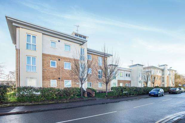 1 Bedroom Flat for sale in Pool Close, West Molesey, Surrey