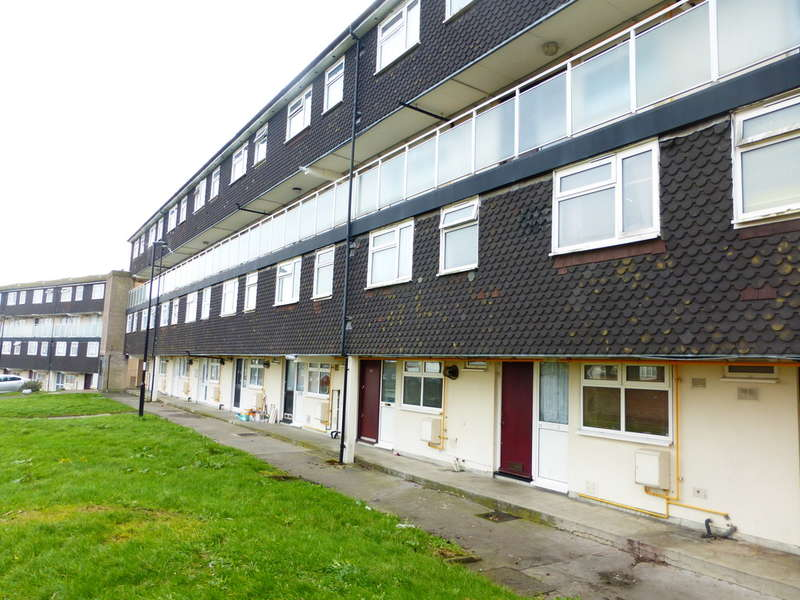 3 Bedrooms Maisonette Flat for sale in Brierley, New Addington, Croydon,CR0