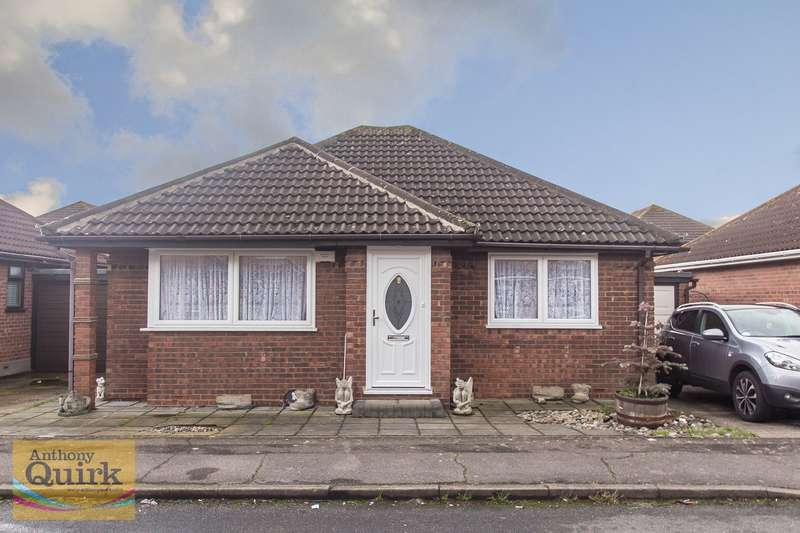 2 Bedrooms Detached Bungalow for sale in Beecroft Crescent, Canvey Island, SS8