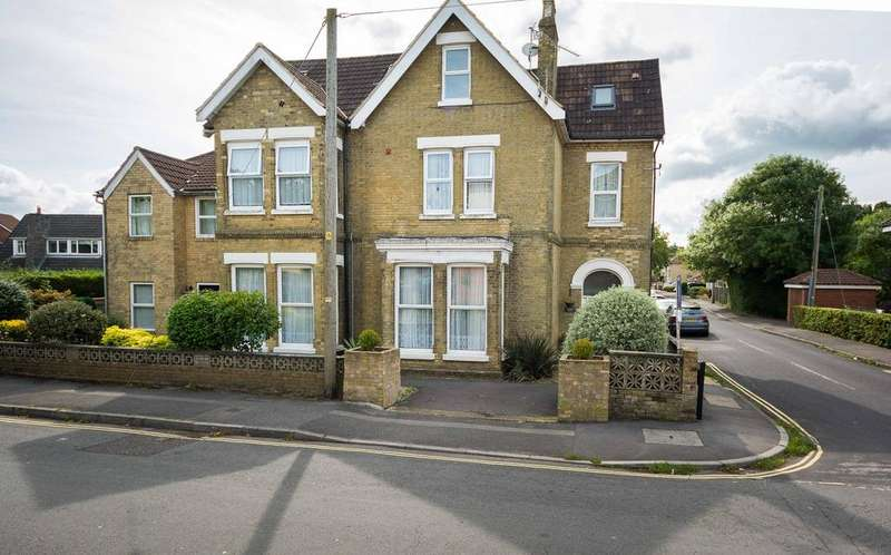 2 Bedrooms Flat for sale in Station Road, Netley Abbey, Southampton SO31