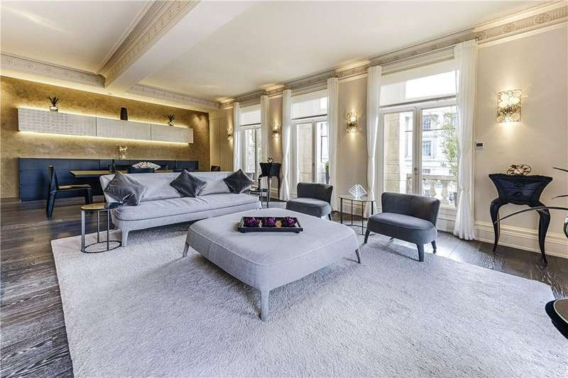 2 Bedrooms Flat for sale in Whitehall Court, St James's, London, SW1A