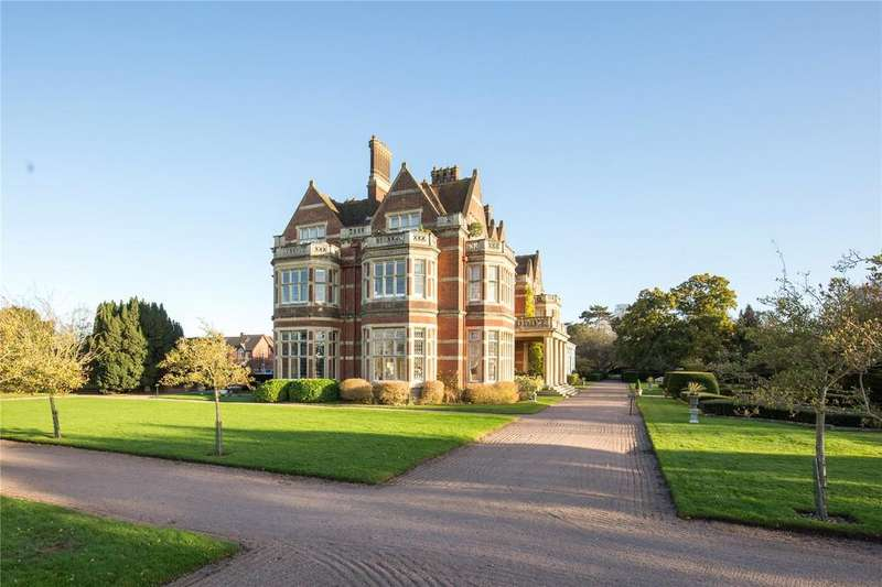 3 Bedrooms Apartment Flat for sale in Whitlingham Hall, Kirby Road, Norwich, Norfolk, NR14