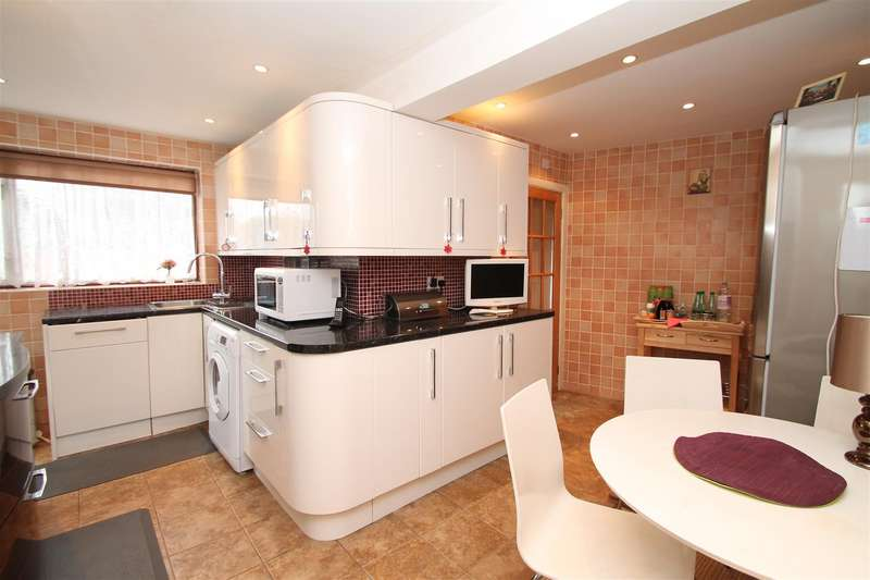 4 Bedrooms House for sale in Hedge Lane, London N13